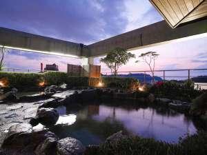 道後温泉 花ゆづき:夜空を見上げて深呼吸!屋上の「天望露天風呂」は男女朝夕入れ替え制。画像は「花の湯」