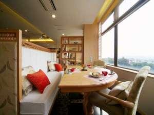 モダン料亭「飛梅」半個室空間でゆったりお食事を