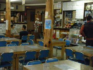 食堂売店受付は、第2のフロント。気さくな対応。私が10年前まで40年間居た場所です。