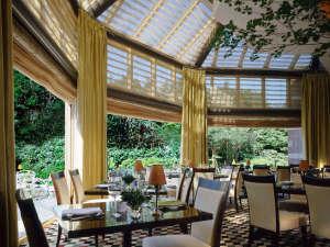 ウェスティンホテル東京:明るく開放的なインターナショナルブッフェレストラン「ザ・テラス」1