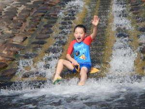 江の川カヌー公園さくぎ:大人気の水のすべり台(無料/6~9月末)