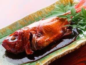 やすらぎの温泉宿 青木の坂:【金目鯛の姿煮】人気の一品。地元港にあがる近海物にこだわってます