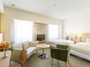 シティプラザ大阪~HOTEL & SPA~:【スタンダードツイン(31㎡)】リビングスペースもあり、二人で寛ぐのにぴったり♪