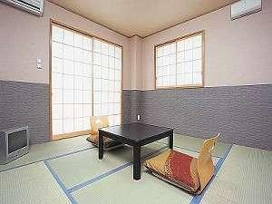 弥千代旅館:06年3月完成。明るく清潔な別館のお部屋一例〔和室8畳〕