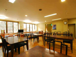 川古温泉 浜屋旅館:*お食事処。広々と明るい食堂にて、楽しいお食事のひとときを…