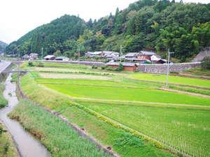 久保田亭:周辺には昔の家老屋敷や十兵衛にまつわる史跡がある。