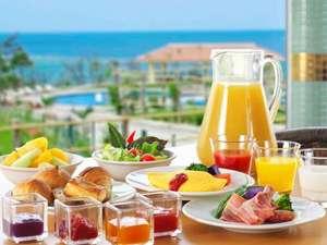 オキナワ マリオット リゾート & スパ:インターナショナル料理に沖縄テイストを取り入れた、約100種類の豊富な朝食ブッフェでリゾートの朝を!