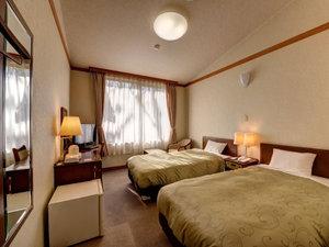 ビアスパークしもつま:*洋室ツイン/落葉樹の林に囲まれた、シングルベッド2台のトイレ付きのお部屋