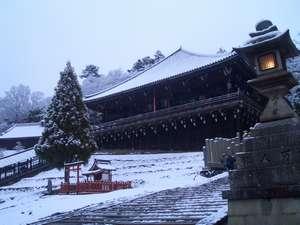 ホテルフジタ奈良:雪化粧した 東大寺 二月堂