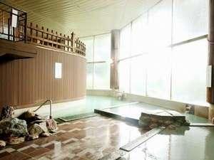 お宿 欣喜湯(旧川湯ホテルプラザ):【温泉大浴場・地下1F】低温・中温・高温に分かれた3タイプの温泉浴槽。