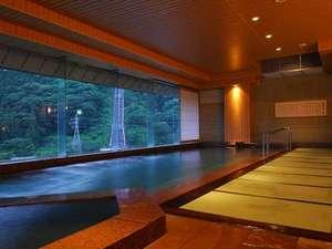 萩姫の湯 栄楽館:大人気の畳み敷き 展望風呂゛萩姫の湯゛。肌浸透のよい自家源泉と市営泉のブレンド温泉♪