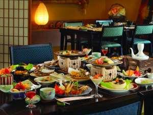 萩姫の湯 栄楽館:【お食事処】畳に椅子の足楽styleが人気♪