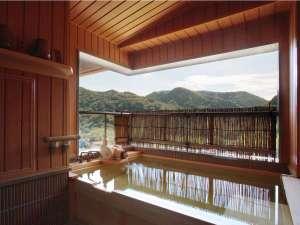 萩姫の湯 栄楽館:【展望露天風呂付客室】四季ごとに変化を楽しめる山々を望みながらごゆっくりお寛ぎいただけます