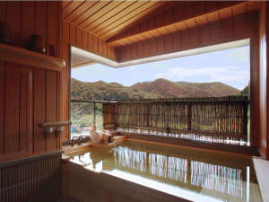 萩姫の湯 栄楽館:【展望露天風呂付客室】綺麗な彩りをみせる秋の山々。客室露天風呂から望めます♪