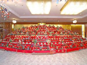 ホテルサンバレー富士見:ロビーに飾られたお雛様。450体あります。1/23日~4/初旬まで。