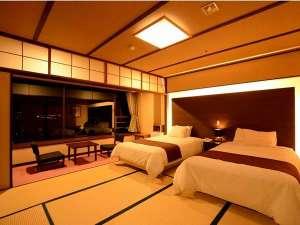 ホテルサンバレー富士見:リニューアルした和室10畳(2ベット) 畳にセミダブルのベット。ゆったりと過ごせます。