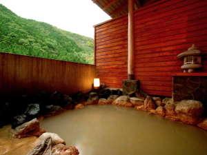 にごり湯の宿 赤城温泉ホテル:【温泉】大浴場に併設の露天風呂。加温をしていないかけ流しなので、冬季は温度が下がります。