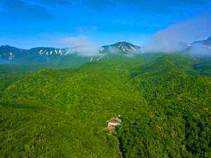日本で唯一の泊まれる世界自然遺産 秘境知床の温泉宿 地のはての写真