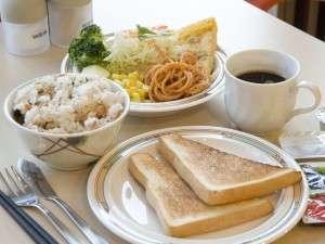 エバーホテルはりま加古川:朝食は無料サービス!日替わりで手作りメニューを取り揃えています。