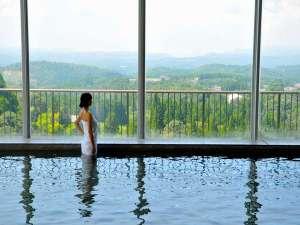 霧島唯一の展望温泉の宿 霧島観光ホテル:晴天時には桜島を望める絶景の展望風呂。