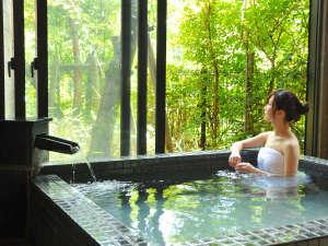 桜島を望む 霧島唯一の展望温泉の宿 霧島観光ホテル:【名湯を堪能】全て源泉かけ流しのお風呂。とめどなくあふれる源泉の湯力を実感・・・。