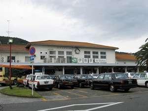 JR伊東駅。当店へは徒歩12分、タクシーをご利用されますと基本料金でお越しいただけます。