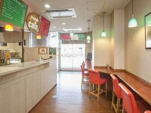 伊勢パールピアホテル:1階『ピッコロ カフェ』イートインスペース。店内・ホテルラウンジ。テイクアウトもご利用いただけます。