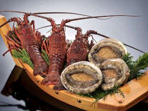 伊勢パールピアホテル:伊勢志摩の特産品といえば伊勢海老に鮑。漁期に合わせて提供しております。