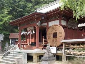 【春夏秋冬・歴史】境内には和同開珎のモニュメントも飾られております。