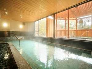 【大浴場・岩鏡】湯けむりが情緒あふれます。