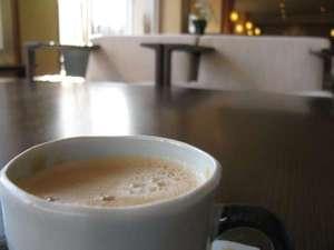 【ラウンジ】ウェルカムドリンクのコーヒーで一休み。