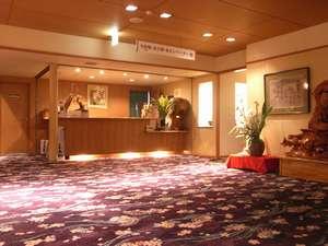 若松屋旅館:*温かみのあるロビー。心のこもったおもてなしでお出迎え致します!