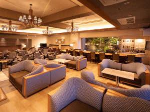 【ホテル松本楼】やさしさとふれあいの温泉宿:リニューアルラウンジ!昼間は家族が談笑するカフェ、夜は大人が愉しむオシャレなバーに変身します
