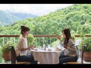 北アルプスに抱かれた山岳リゾート ホテルアンビエント安曇野:北アルプスの絶景に感動!スカイガーデンテラスでのお食事は格別♪