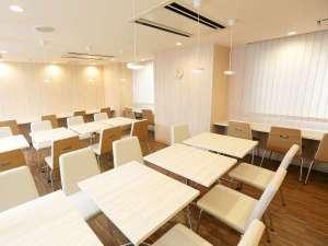 ホテルグリーンマーク:清潔感あふれるレストラン(フォトギャラリー)