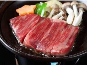 大きな露天風呂貸切の宿 旭館:【上州牛ステーキ】(別注料理)。滴る肉汁がたまらない。若い方はもちろん、年配の方もぺろりといけます