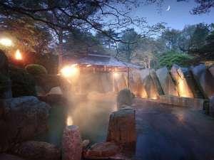 仙台・秋保温泉 篝火の湯 緑水亭:緑水亭ならでは!篝火を灯す、幻想的な露天風呂♪