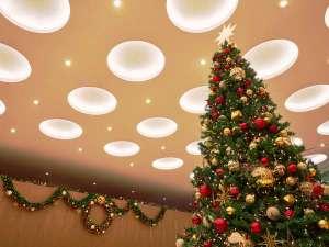 東京ドームホテル:ロビーでは大きなクリスマスツリーが皆様をお迎えします