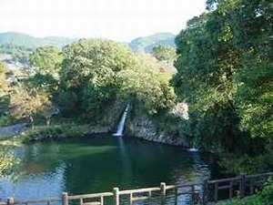 3ヶ所から流れ落ちる「轟(とどろき)の滝」