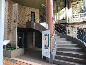 ホテル スティ・イン山王プラザプレミアアネックス:当館入り口です。2階がフロントです。