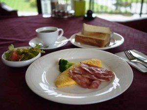 米原ゴルフ倶楽部 ビラ アンダルシア:*【朝食例】ふわふわオムレツにカリカリベーコン♪洋食派にオススメ