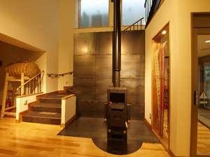 津軽の宿弘前屋:冬の安らぎは薪の炎に勝る物はありません。時の経つのを忘れ見入ってしまいます。