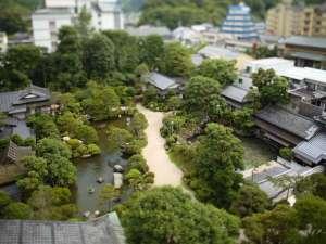 1万坪の日本庭園は圧巻の広さ!毎日手入れをかかしません。四季折々の庭園をお楽しみください。