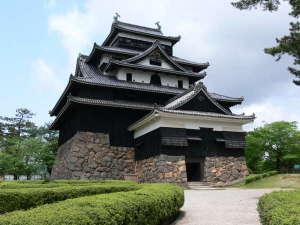 【松江城】国宝にも指定された松江城!当館から車で15分♪