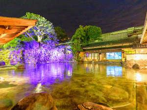 【源泉かけ流し庭園混浴露天風呂】当館のお風呂は宿泊者限定!美肌湯を100%実感していただけます。