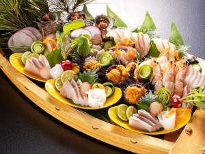 【お魚会席】華やか夕食を一層特別なものに。新鮮な近海の海の幸をどうぞ!※写真は3人前