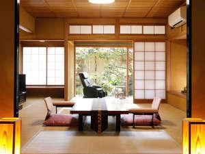 【山荘特別室:常磐之間】専用露天風呂付き。四季の色の中で、体と心を休めてください。