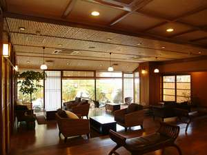 夕日ヶ浦温泉 夕日浪漫 一望館:アジアン家具に彩られたお洒落なロビーで癒しのひととき