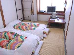 羽毛布団で ごろりとぐっすりお休み下さいませ