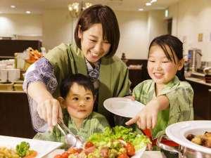 伊東ホテル聚楽(じゅらく):「お母さん、あれもとって♪」食べ放題って楽しい!